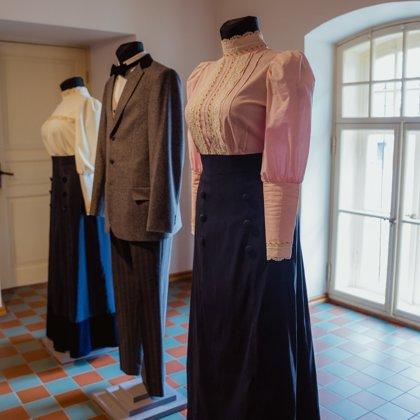 Jūgendstila tērpu kolekcija. Izstāde