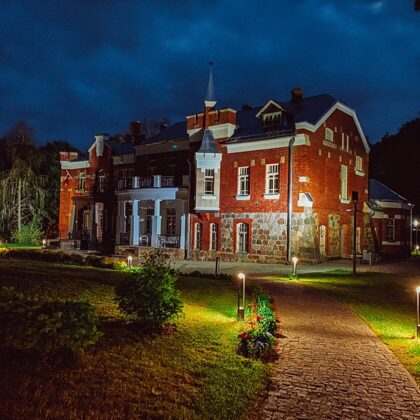 LUZNAVA MANOR PARK ON A SPRING NIGHT