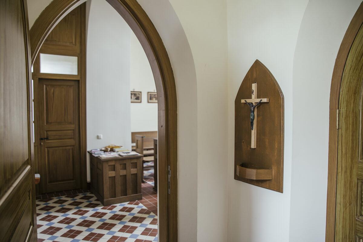 Luznavas muiza kapela, kazas, dievkalpojumi